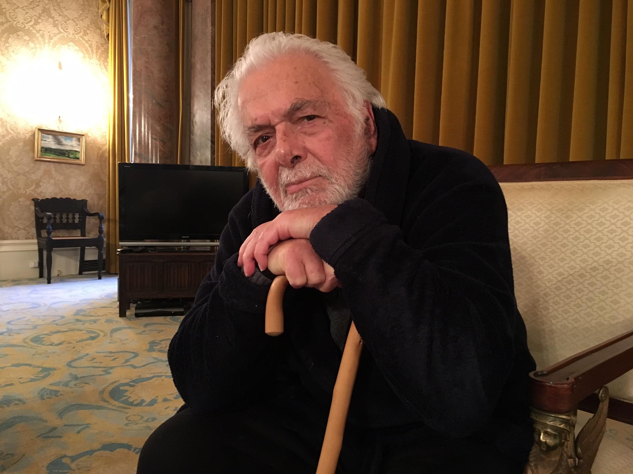 ابراهیم گلستان در منزلش در ساسکس - فوریه ۲۰۱۷. عکس: سعید کمالیدهقان